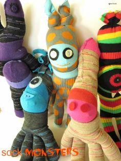 Different Decades: Sock Monster Dolls Felt Monster, Monster Dolls, Stuffed Animal Patterns, Diy Stuffed Animals, Monster Gloves, Diy Sock Toys, Sock Dolls, Rag Dolls, Cute Monsters