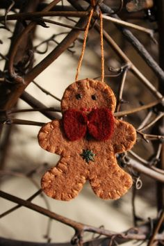 little gingerbread man felt ornament / brooch holiday decoration