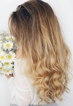 Unglaubliche lange lockige Frisuren für 2018 Incredible long curly hairstyles for 2018 # Are you looking for a hairstyle that is effortless yet glamorous? If so, then these incredible long curly hairstyles are for 2 … Balayage Hair Blonde, Blonde Highlights, Long Curly Hair, Curly Hair Styles, Luxy Hair Extensions, Bouncy Curls, Remy Human Hair, Blonde Hairstyles, Latest Hairstyles