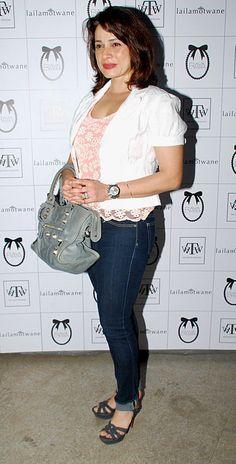 displaying gt images neelam kothari pregnant | Bollywood ...