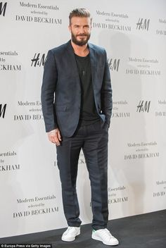 That's a Real good look! Beardy David Beckham returns to Madrid in hipster style as he presents a new menswear collection Mode David Beckham, David Beckham Style, David Beckham Beard, David Beckham Fashion, Suits And Sneakers, How To Wear Sneakers, Mens Fashion Suits, Mens Suits, Look Man