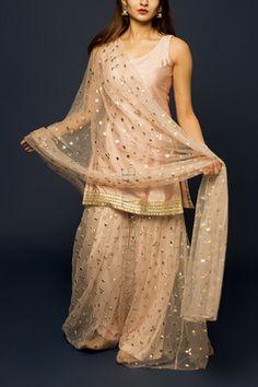 Beautiful Pakistani Dresses, Pakistani Party Wear Dresses, Designer Party Wear Dresses, Pakistani Dress Design, Indian Fashion Dresses, Indian Bridal Outfits, Dress Indian Style, Sharara Suit, Lehnga Dress