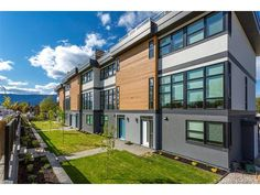 Townhouse in Kelowna - keithpwatts.com - #28 1515 Highland Drive, $579900.00 - MLS® #: 10127677 - Contact: KEITH WATTS: 250-864-4241 - Modern designed townhomes offered in central location - http://keithpwatts.com/kelowna-mls/