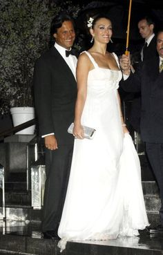 Elizabeth Hurley and Arun Nayar spread their ceremony over eight days and spanned it over two continents (March 3, 2007).