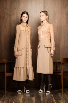 New fashion hijab dress gowns abayas ideas Source by – Hijab Fashion 2020 Muslim Fashion, Modest Fashion, Hijab Fashion, Fashion Dresses, Modest Dresses, Modest Outfits, Simple Dresses, Stylish Outfits, Fashion 2020