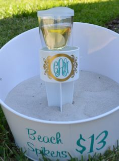 Monogrammed Beach Spikers by TheFavoredParty on Etsy, $13.00 Red Crafts, Vinyl Crafts, Vinyl Projects, Silhouette Vinyl, Silhouette Cameo Projects, Vinyl Monogram, Monogram Gifts, Beach Bachelorette, Beach Accessories
