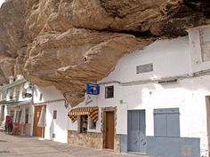Setenil de las Bodegas - Un Pueblo Construido al Amparo de las Rocas | Enciclopedia & Diccionario