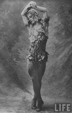 Vaslav Nijinski - 1911 - 'Le Spectre de la Rose' - Photo by E. O. Hoppé - @Mlle