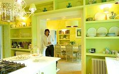 Laurence Llewelyn-Bowen in his own kitchen♡