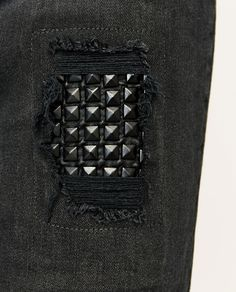 Black Jeans Men, Fashion Beauty, Mens Fashion, Hypebeast, All Black Sneakers, Indigo, Piercings, Biker Outfits, Clothes For Women