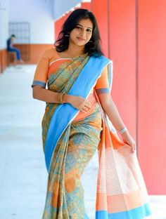 South Indian Actress Gallery, Bio & News: Angamaly Diaries Heroine Lichi Reshma Rajan Hot Photos Beauty Full Girl, Beauty Women, India Beauty, Asian Beauty, Floral Print Sarees, Prity Girl, Indian Look, Indian Wear, Saree Photoshoot