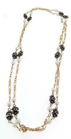 Chanel necklace, used, in 18ct gold, with cultured-pearls and natural sapphires set in silver, size 100cm, 30,90gr.