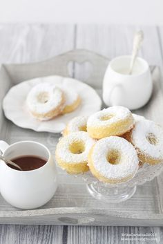 The Rabbit Hole: soft pretzels with icing sugar Mini Desserts, Just Desserts, Delicious Desserts, Italian Cake, Italian Cookies, Italian Biscuits, Café Chocolate, Good Morning Breakfast, Biscotti Cookies