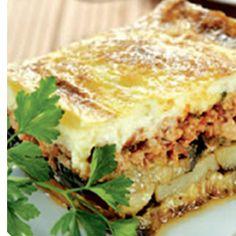"""Мусакаc (Греческая кухня)    Среди вкусной и разнообразной греческой еды есть традиционное блюдо, широко известное и за пределами страны, - это мусака (мусакас). По одной из версий, греческое название этого блюда (moussaka) восходит к арабскому слову со значением """"сочный"""", что очень точно отражает смысл этого блюда: настоящая мусака должна быть очень сочной. Добиваются этого и за счет подбора ингредиентов, и определенными кулинарными приемами."""