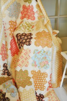 Fig Tree Quilt...not exactly snowball alternate, but snowball extensions.