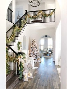 home decor christmas Hello from mytexashouses gorgeous holiday home! the link in our bio to learn all about the holidays down in Dallas and see Erins favorite holiday picks. Noel Christmas, Pink Christmas, Xmas, Dallas, Seasonal Decor, Holiday Decor, French Country Decorating, Holiday Traditions, My Dream Home