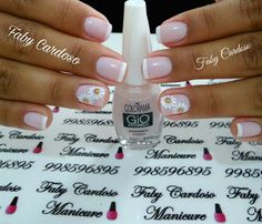Unhas decoradas para formatura – MUITAS fotos para você se inspirar! Nail Designs, Nail Polish, Hair Beauty, Prints, French, Studio, Floral, Beautiful, Gold Nails