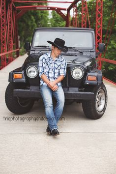 2016 Senior - senior photography - senior pictures for guys - Indiana senior photographer - Country - Jeep - Car - senior pictures with cars - Trio Photography and Design - Greenwood, IN Car Senior Pictures, Football Senior Pictures, Country Senior Pictures, Car Pics, Senior Boy Poses, Senior Portrait Poses, Senior Guys, Portrait Ideas, Guy Poses