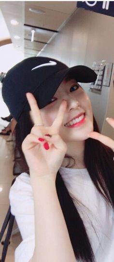 Red Velvet - Irene Kpop Girl Groups, Korean Girl Groups, Kpop Girls, Seulgi, Korean Hair Color, Irene Kim, Kpop Girl Bands, Red Velvet Irene, Cutest Thing Ever