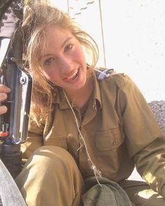 36 Badass Military Girls That Will Make You Want Women Register For The Draft - Ftw Gallery Idf Women, Military Women, Military Art, Young And Beautiful, Beautiful Women, Israeli Female Soldiers, Israeli Girls, Badass, Modelos Fashion