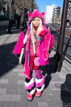 I love this Japanese girl's outfit!!!!!!:) It's so cool and adorable.:) I would totally wear this outfit!!!!!!:)