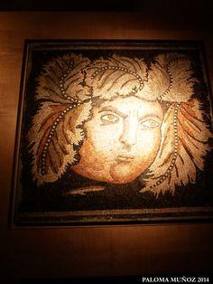 Mosaico del siglo II al IV D C. Roma Imperial. Baco. Realizado en piedra. Roman mosaic made of Stone, head of Bacchus.
