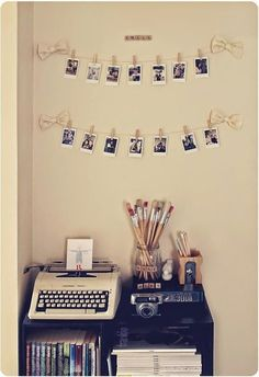 vintage room diy DIY Tutorial: Diy dorm room crafts / DIY picture display - perfect for my dorm room - Bead Vintage Room, Bedroom Vintage, Vintage Decor, Retro Room, Vintage Display, Vintage Diy, Vintage Cars, Vintage Style, Do It Yourself Inspiration