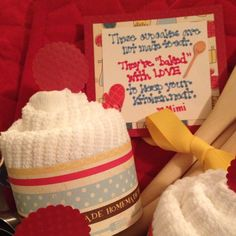 """Dish towel """"cupcake"""" Towel Crafts, Dish Towels, Homemade, Dishes, Cupcake, Gifts, Ideas, Presents, Tablewares"""