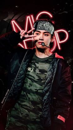 mic drop / bts / v Bts Taehyung, Bts Bangtan Boy, Jimin Jungkook, Daegu, Foto Bts, Bts Boys, Boy Band, Bts Kim, V Bts Cute