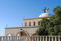 The and star represents the combination of five cosmic principles into one religious symbol representative of the Druze faith and community, like on the Shrine/Tomb of Job (Ayyūb) in Lebanon's al-Shūf district. Lebanese Civil War, Syrian Civil War, Religious People, Religious Symbols, Anima Mundi, Dutch Language, Catholic University, Islamic Studies, Historical Monuments