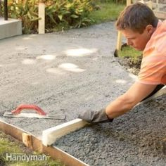 Build strong crack-free concrete sidewalks and slabs with these 10 pro tips. Tips include forming edges leveling smoothing curing and other vital steps in creating a first-rate concrete pour. Also the 10 most common mistakes. Concrete Walkway, Poured Concrete, Concrete Slab, Concrete Forms, Laying Concrete, Concrete Projects, Outdoor Projects, Casa Patio, Garden Landscaping