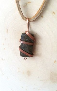 Unisex stone necklace with hammered copper wire by creationsake
