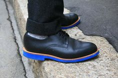 LOVE these neon blue soled shoes spotted at Milan Mens Fashion Week F/W 2011 •ƒƒ•