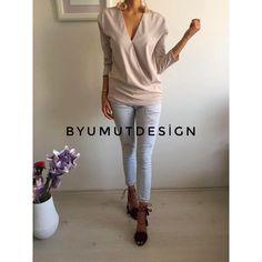 """2,787 Beğenme, 3 Yorum - Instagram'da By UMUT (@byumutdesign): """"Açık gül kurusu derin v yaka bluz ✌🏼🎈 Bedenler XS/S/M/L Fiyat 89.90TL / 24€ / 26$…"""""""