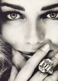 avenuepeonies:  *Paulina Porizkova Vogue Italia December 1991