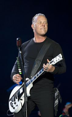 Metallica (Pinkpop 2014) - James...one of those fortunate guys who gets better looking as time marches on
