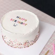 Pretty Birthday Cakes, Pretty Cakes, Cute Cakes, Beautiful Cakes, Amazing Cakes, Korean Cake, Cute Desserts, Birthday Cake Decorating, Dessert Decoration