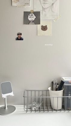 Army Room Decor, Study Room Decor, Room Ideas Bedroom, Bedroom Decor, Minimalist Desk, Minimalist Wallpaper, Room Ideias, Images Esthétiques, Study Desk