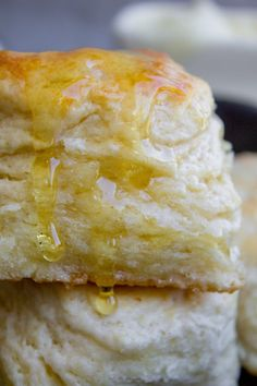 How to Make Ultra Flaky Buttermilk Biscuits from The Food Charlatan 3 Ingredient Biscuit Recipe, Hardees Biscuit Recipe, Flaky Buttermilk Biscuits Recipe, Quick Biscuit Recipe, Homemade Buttermilk Biscuits, Buttery Biscuits, Blueberry Biscuits, Tea Biscuits, Philsbury Biscuit Recipes