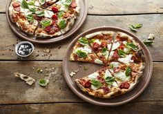 Where can you find the best pizza and pasta? From authentic trattorias to child-friendly spots, here are the best around South Africa. Best Italian Restaurants, Photo Supplies, Favourite Pizza, Good Pizza, Vegetable Pizza, South Africa, Food, Pizza, Eten