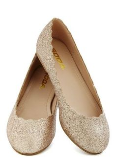 Sparkly gold flats with scalloped edges #wedding #gold #goldblack #shoes #glitter