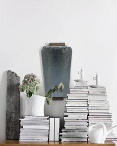 Stack of books & magazines. Suvi sur le vif   Lily.fi