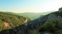 Большой каньон Крыма можно смело внести в список самых посещаемых достопримечательностей полуострова. К тому же, Большой каньон входит в список самых популярных пеших маршрутов в Крыму. Отправившись в Большой каньон Крыма вас ожидают: экологичные горные маршруты, водопа� River, Outdoor, Outdoors, Outdoor Games, The Great Outdoors, Rivers