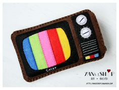 Felt Retro TV Case... I could see this as a cell phone case!