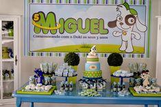 Festa Doki para comemorar os 5 anos do Miguel     mobiliário Imagine           Bolo Fake feito pela Silvia Medina, topo feito pela Pat...