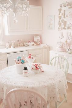 Holiday kitchen table-Credit :  Cathy Scalise // My edit