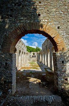 Auf unsere 10-tätigen geführten Radreise durch Albanien besuchen wir die UNESCO-geschützte Ausgrabungsstätte Butrint