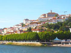 #Portugal Road Trip: Coimbra Day 2 - via Chloe Sterk 02.06.2016 | De stad staat bekend om de oudste universiteit van Portugal, maar is ook erg mooi om gewoon door heen te lopen. De universiteit is opgericht in 1290 en is dus al meer dan 700 jaar oud (oudste van Europa). Bij aankomst bezochten we eerste de universiteit en genoten we natuurlijk van het zonnetje.