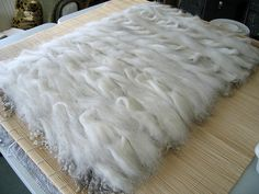 adventures in yarn and fibre: Felted curly Gotland rug. Wet Felting Projects, Felting Tutorials, Nuno Felting, Needle Felting, Felt Cushion, Bear Rug, Spinning Yarn, Sheepskin Rug, Felt Art