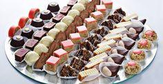 Svi kolači su isprobani i pravila sam ih ove godine . Od dole navedenih mera dobićete desetak kilograma kolača. 1 Rolat sa kokosom Potr... Posna Predjela, Apple Roses, Sweet Cakes, Mini Cupcakes, Sweet Tooth, Bathrooms, Food And Drink, Cooking Recipes, Sweets